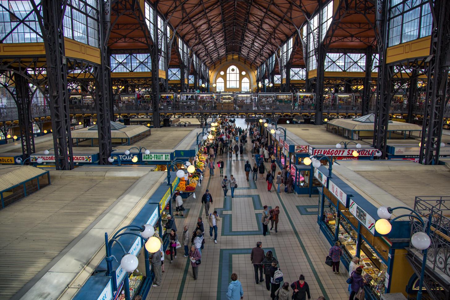 De prachtige overdekte markthal van Boedapest