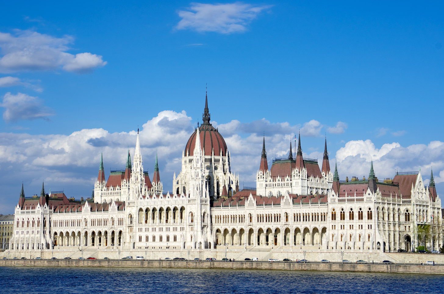 In dit indrukwekkende gebouw zetelt het Hongaarse parlement